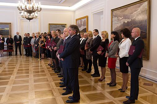 https://www.pw.edu.pl/var/pw/storage/images/uczelnia/aktualnosci/prezydent-rp-wreczyl-nominacje-profesorskie/99119-1-pol-PL/Prezydent-RP-wreczyl-nominacje-profesorskie.jpg